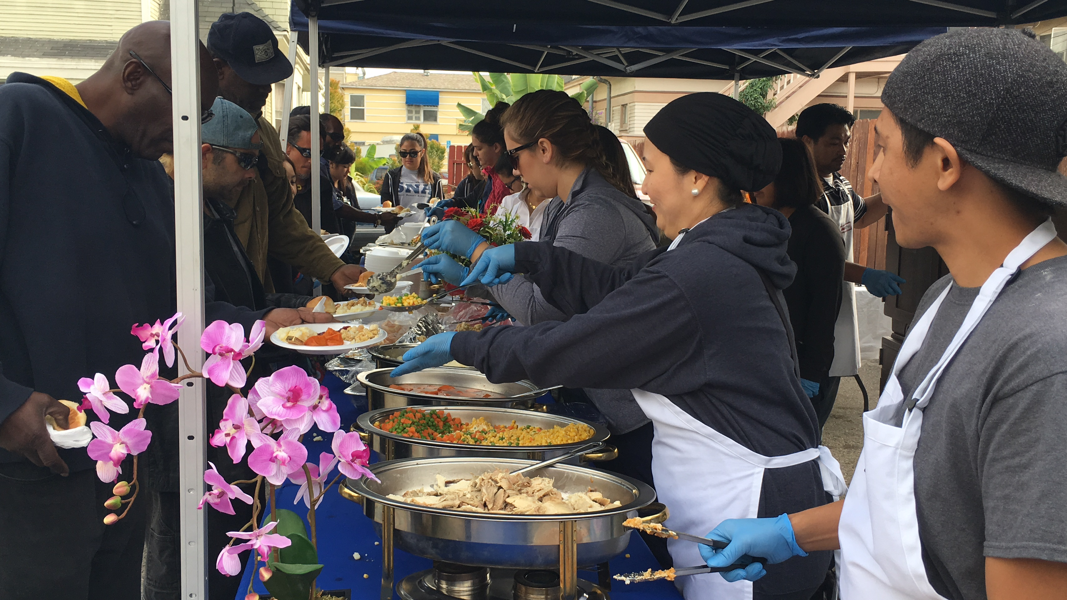 AUHS Gives an Early Thanksgiving Meal to the Homeless